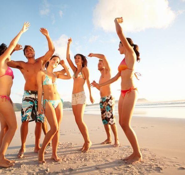 Jugendreisen mit Party im Sommer